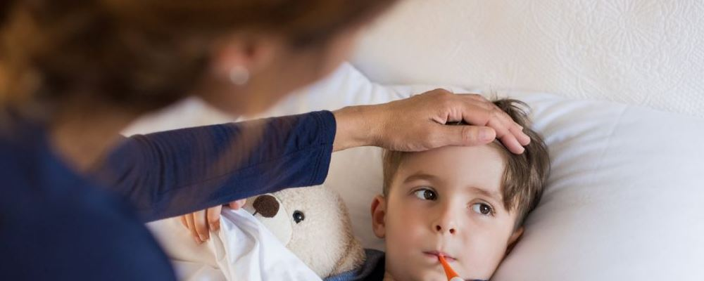 宝宝发烧怎么办 什么方法可以帮助孩子降温 孩子发烧怎么降温
