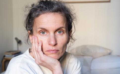 女性更年期如何调理 女性更年期要注意哪些 女性更年期的症状