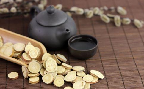 黄芪泡水当茶喝