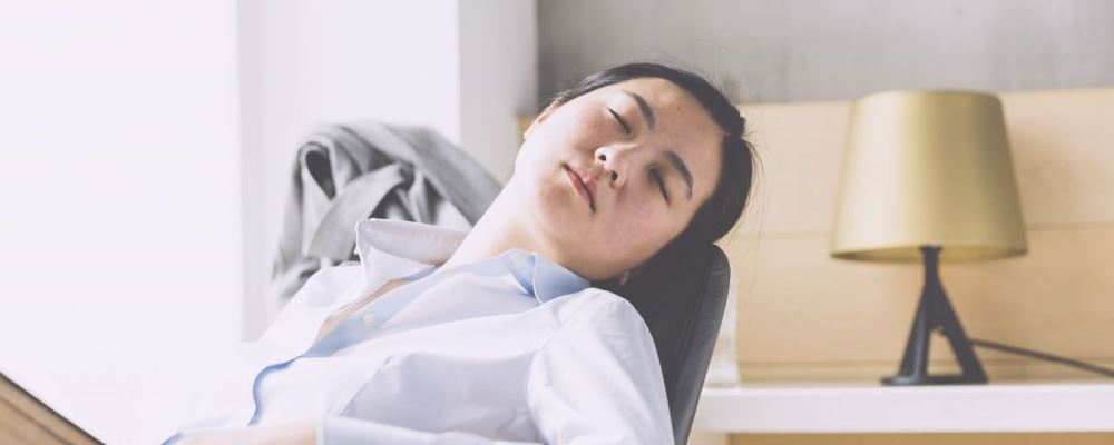午睡不超过1小时会减缓大脑早衰吗 日常午休要注意什么 适当午休有什么好处呢
