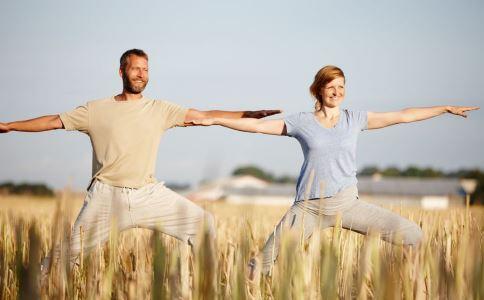 想要上天吗?赶紧来练习空中瑜伽
