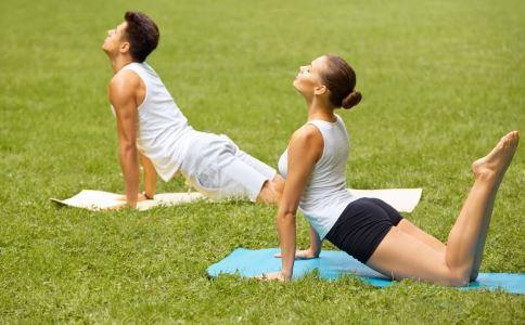 空中瑜伽要怎么练习 练习空中瑜伽的方法有哪些 怎么练习空中瑜伽